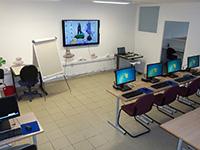 Première salle, postes informatiques